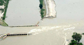 Kosi flood: Residents of border town of Birpur move to safer places